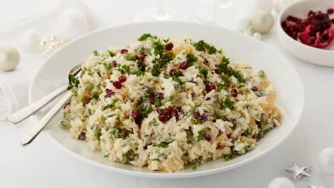 Salade de riz aux haricots, noix et ananas