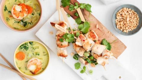 2 x bouchées orientales : brochettes de poulet asiatique & soupe de bok choy aux black tigers