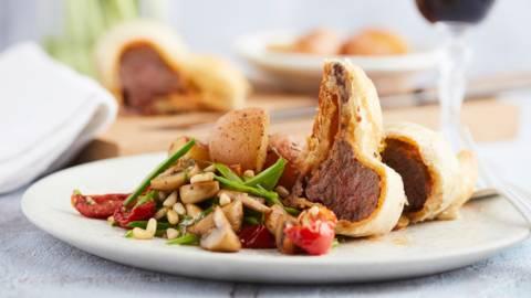 Couronne d'agneau au pesto de truffe en pâte feuilletée
