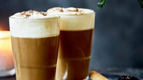 Café au chocolat, liqueur et chantilly