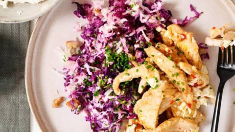 Lanières de filet de poulet marinées et salade de chou