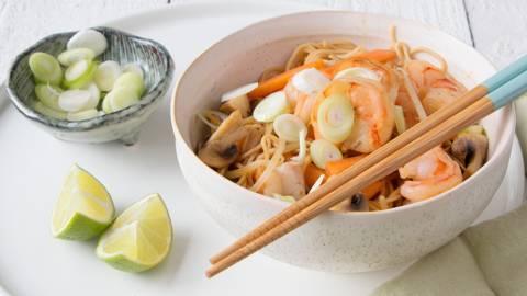 Nouilles chow mein aux scampis