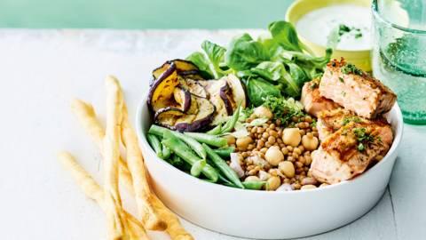 Salade pois chiches-lentilles au saumon et sauce au yaourt