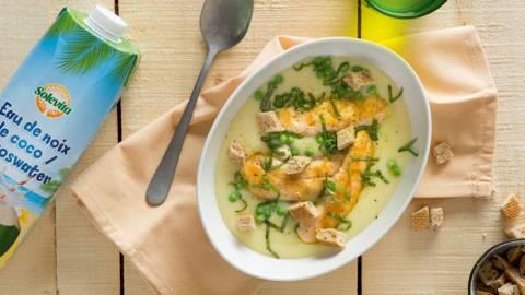 Soupe de pommes de terre au poulet et aux petits pois