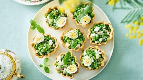 Pâte brisée à la salade de petits pois et œuf de caille