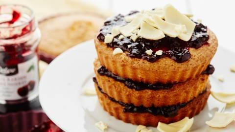 Petits gâteaux aux cerises noires