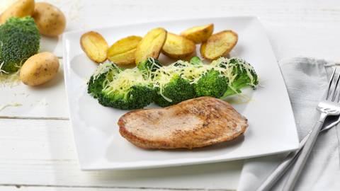 Escalope de veau, brocoli et petites pommes de terre rondes
