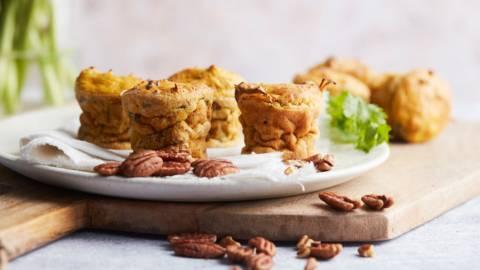 Muffins de carotte aux noix de pécan et à la coriandre