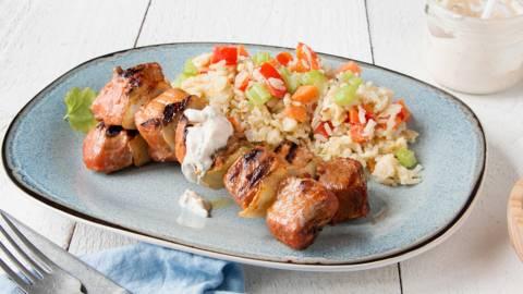 Brochette de porc et riz sauté