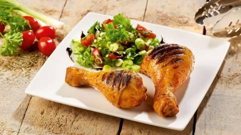 Pilons de poulet aux tomates et d'oignons de printemps