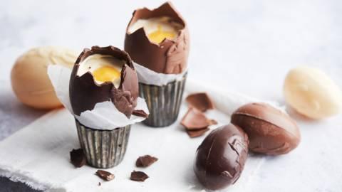 Œufs de Pâques en chocolat à la crème de mascarpone et à l'advocaat