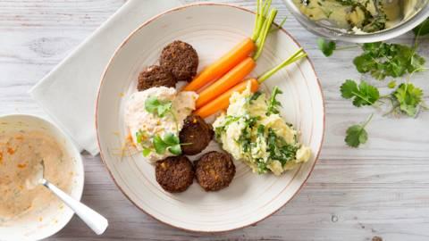 Falafels aux carottes vapeur et purée de roquette