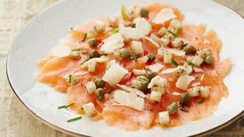 Carpaccio de saumon accompagné de poire
