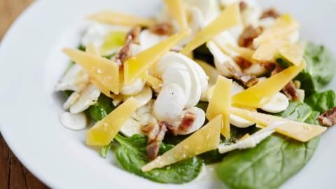 Salade de champignons, épinards et gouda vieux