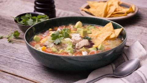 Soupe repas mexicaine et tortilla chips