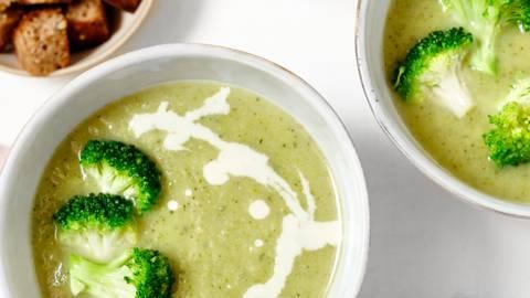 Velouté de brocoli à la crème de gorgonzola et croûtons