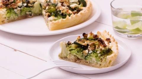 Quiche aux brocolis, feta et noix
