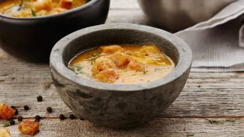 Soupe de potiron aux légumes d'hiver