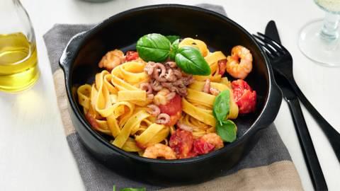 Tagliatelles fraîches aux crevettes et à la sauce tomate