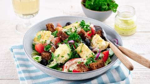 Salade grecque à la feta croustillante