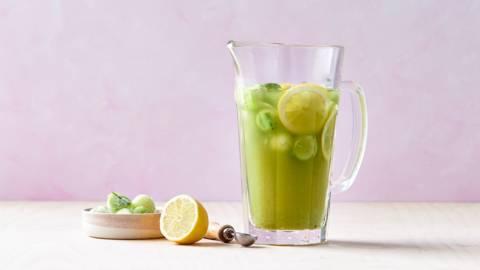 Thé vert glacé aux perles de concombre