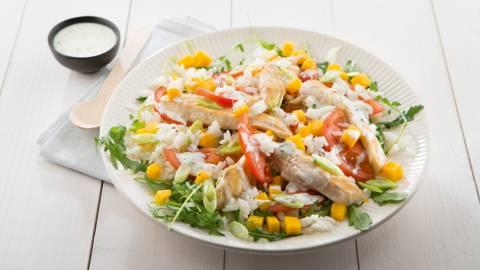 Salade de riz, poulet grillé et mangue