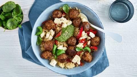 Salade de quinoa et boulettes végétariennes