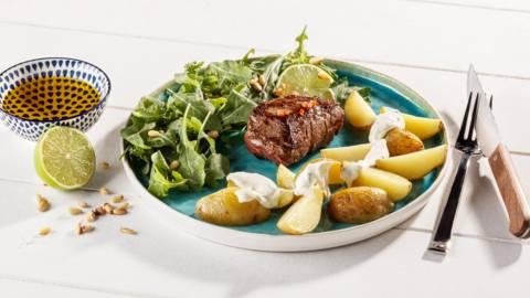 Filet irlandais mariné aux pommes de terre grenaille et à la crème aigre