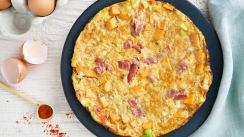 Tortilla aux patates douces, poireaux et jambon serrano