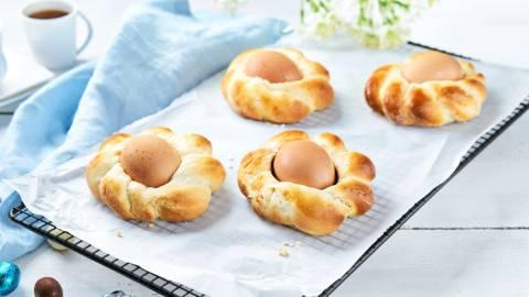 Mini couronnes de Pâques avec œuf