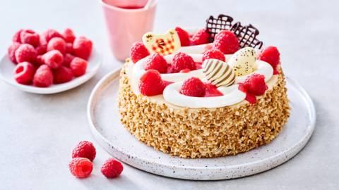 Gâteau de Pâques au coulis et fruits rouges