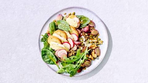 Salade au brie, aux lentilles et raisins