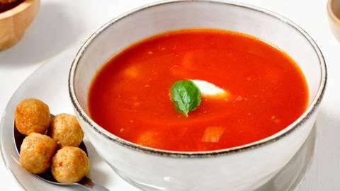 Potage tomates-poivrons aux boulettes de poulet