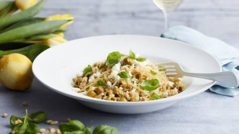 Spaghetti à l'artichaut, aux olives et à la feta