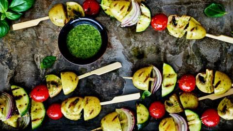 Brochette de légumes et huile aux herbes