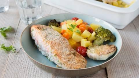 Le plat cuit au four au saumon