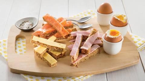 Mouillettes de pain complet et œufs à la coque
