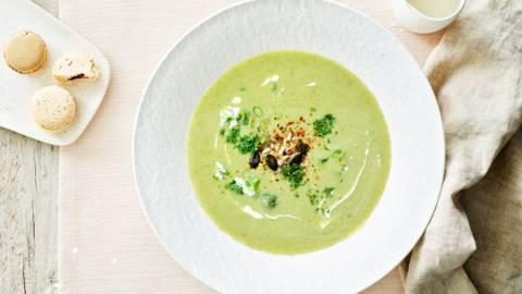Soupe aux brocolis et macarons salés