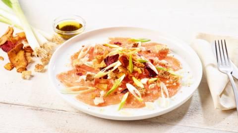 Carpaccio de saumon aux chips de légumes