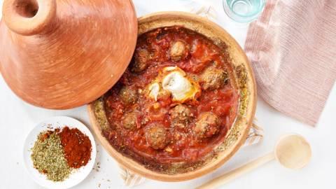 Tajine aux kefta et sauce tomate