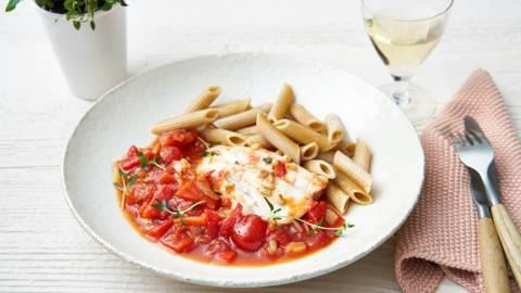 Pâtes complètes au cabillaud et sauce tomates-poivrons