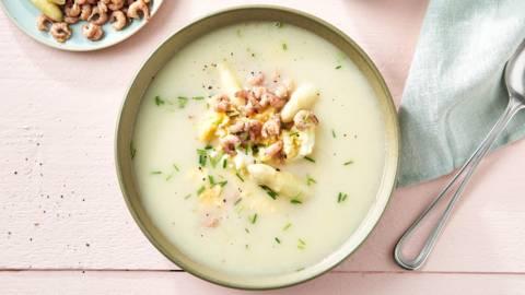 Soupe aux asperges, œufs et crevettes