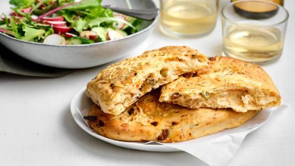Fougasse aux olives et au fromage