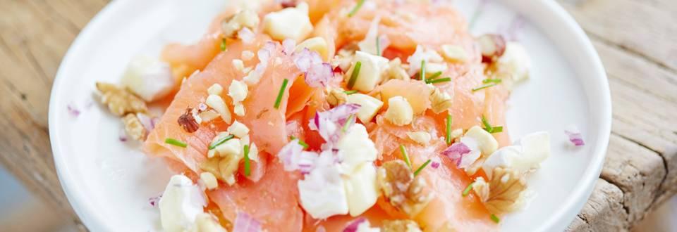 Carpaccio de saumon, camembert et noix