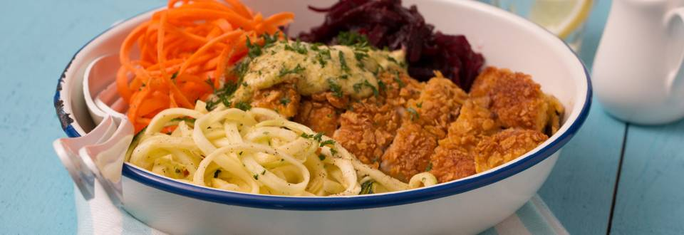 Nouilles de légumes et poulet croquant