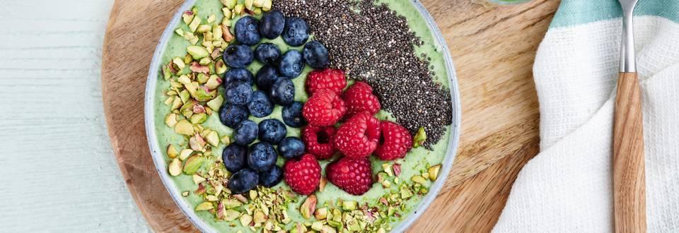 Smoothie bowl vert au quinoa et graines de chia