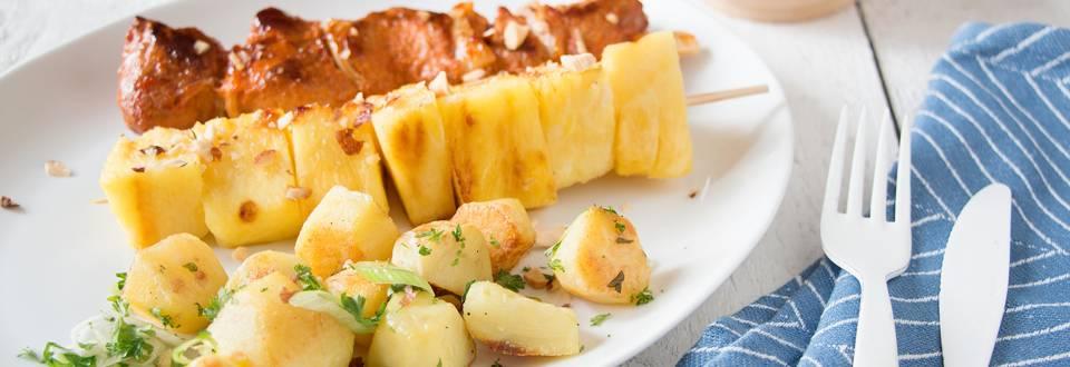 Brochettes de porc sucrées avec ananas grillé