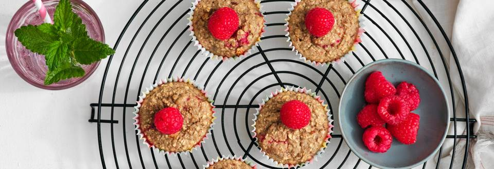 Muffins bananes-dattes aux framboises