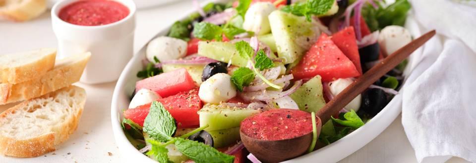 Salade fraîche au melon et vinaigrette aux framboises