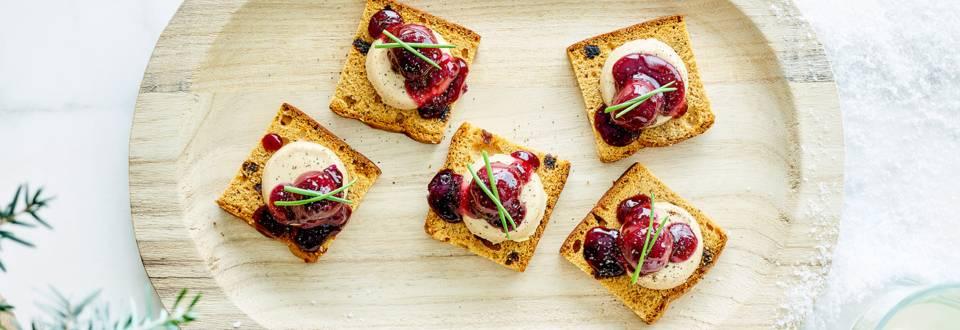 Toasts de pain d'épices au foie gras & cerises du nord